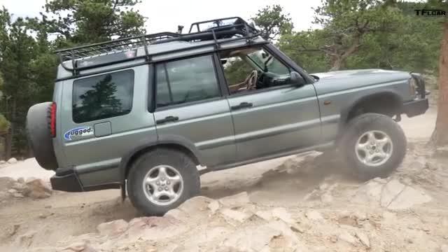 视频:外媒驾驶原厂一代大众途锐 携友户外轻度越野