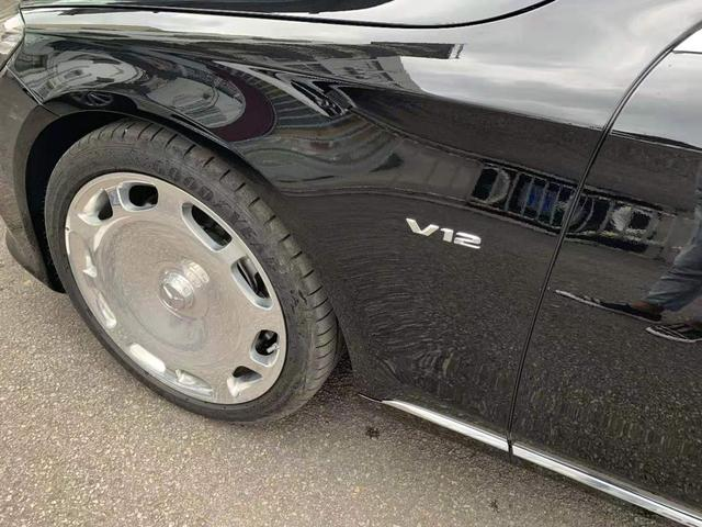 试驾顶级奔驰迈巴赫S680,300万起售的奔驰为什么还供不应求