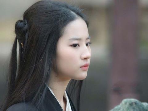 """""""才貌双全""""的刘亦菲不演清宫戏,当她穿上宫廷装,网友:沦陷了"""