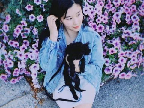 杨子17岁女儿杨海润晒近照,大长腿吸睛,与母亲陶虹越来越像