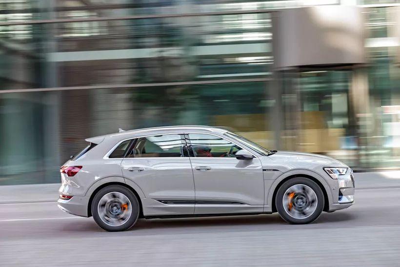 这是一场传统汽车制造商与新势力造车的对决
