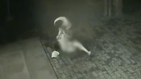 陕西女子回忆深夜被抢:一直喊救命 无奈现场无人|被殴打
