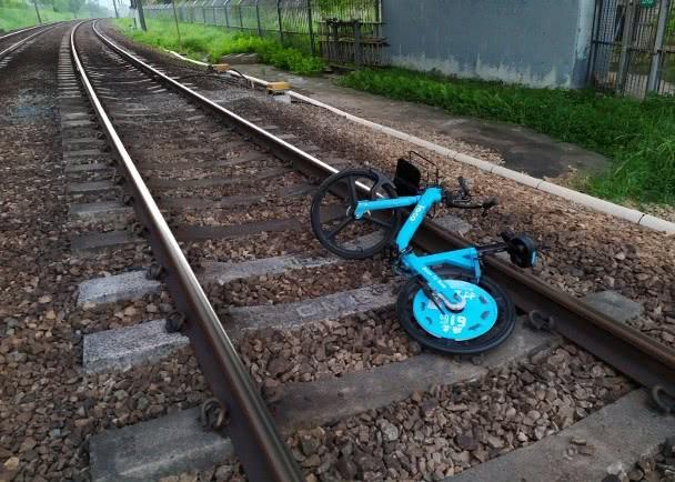 部分轨道出现单车 图自港铁