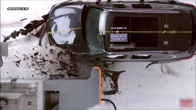 视频:X5和XC90碰撞测试 从结果看,XC90没有副驾一测成绩