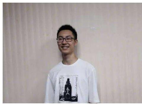 他是江西高考状元,清华大学连夜上门要录取他,却还是晚了一步