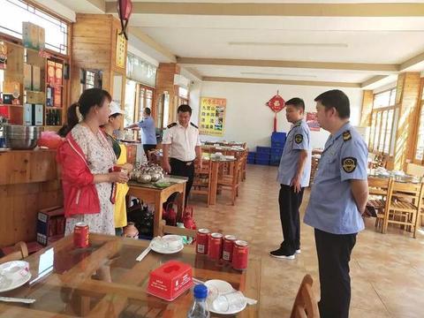 咸宁通山县对夏季旅游景区餐饮服务进行食品安全专项检查