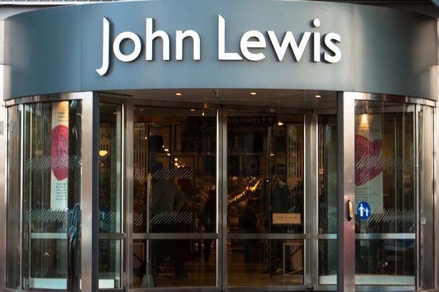"""在遭到强烈反对后 约翰·刘易斯取消了12岁女孩的""""重返校园""""化妆课"""