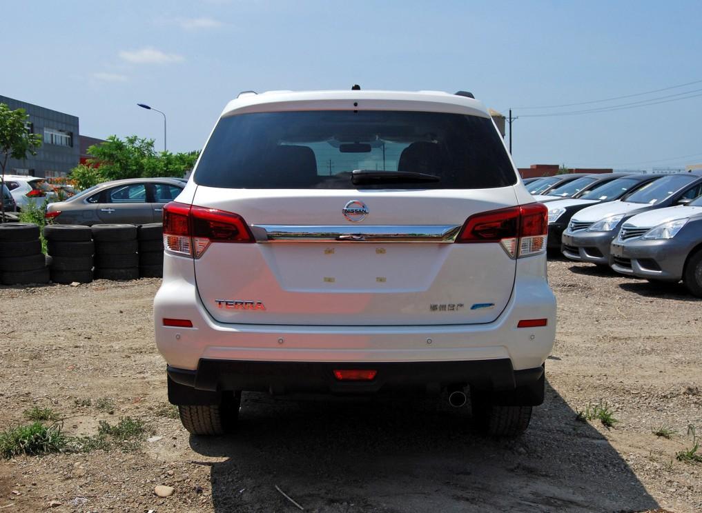 """普拉多太贵?不妨看看它,有着""""小途乐""""之称的硬派SUV"""