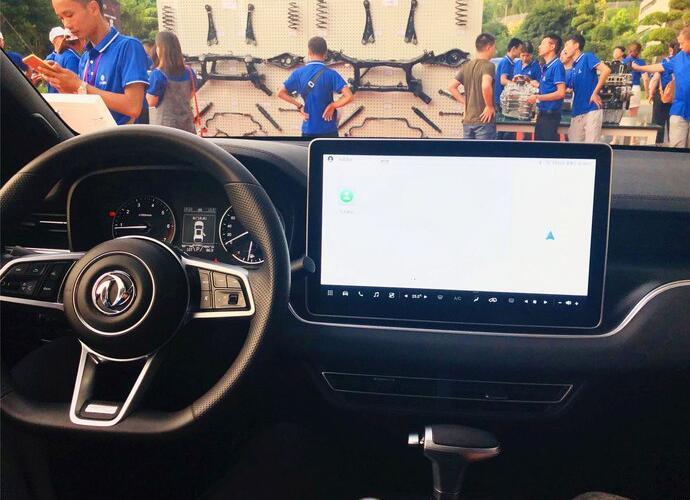 又一新上市亲民大七座SUV,配15.6英寸大屏+电动天窗,却11万不到
