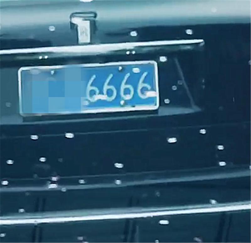 """劳斯莱斯SUV现潍坊,车价610万,牌就值50万,被称""""移动别墅"""""""