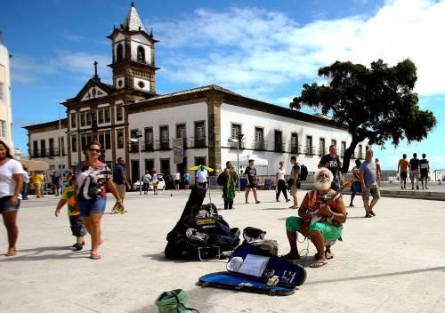 图为巴西城市萨尔瓦多街头。新华社