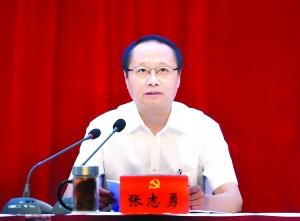 淮安金湖县委十二届八次全会召开张志勇作报告