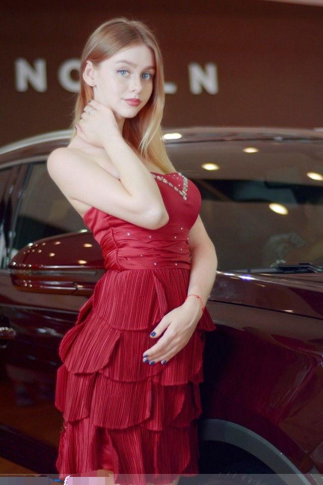 宝骏的俄罗斯车模,身材丰满诱人,男的都喜欢
