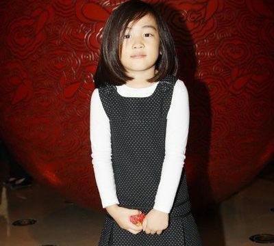 高晓松女儿,郑钧女儿,都是音乐才子的千金,差别不是一般大!