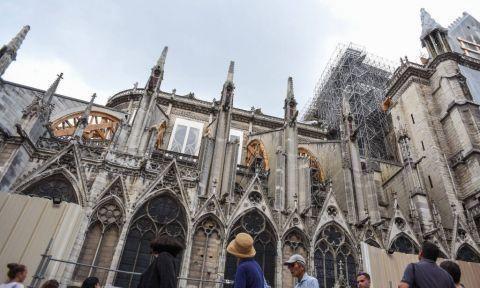 巴黎圣母院铅含量超标 工作人员进行消毒