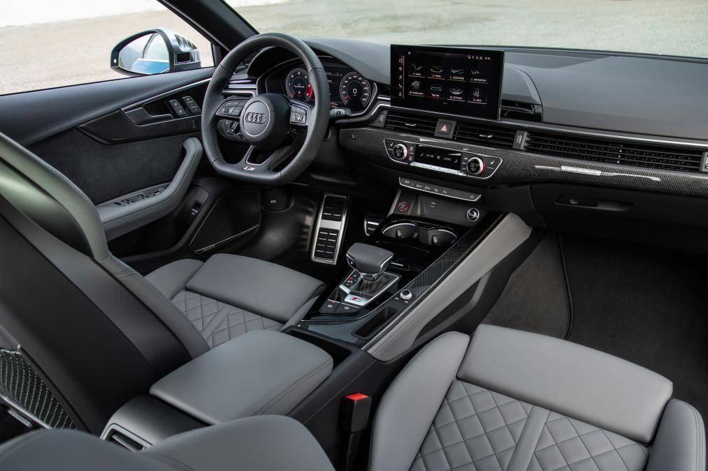 45万为何被赞超值?车头矩阵LED,舱内三屏,V6+8AT破百4秒7