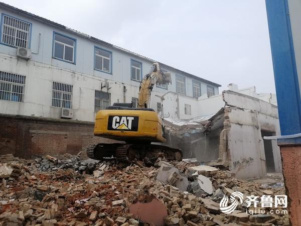 还空间于民!济南历城区西周南路20号院内4000余平违建被拆除