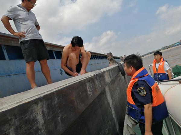 江苏镇江海事全面备战台风 已经对江面实施管控