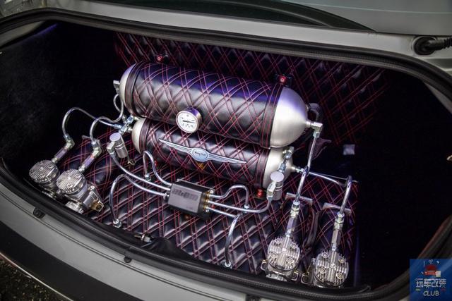 5.7L HEMI V8的自吸乐趣就在此!克莱斯勒300C HEMI!