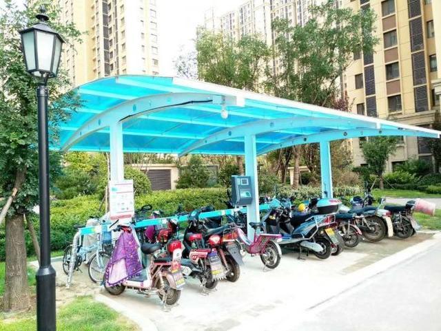 加强小城镇新能源车充电设施建设,让智能小区充电站入驻城镇