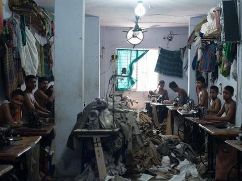 孟加拉血汗工厂,童工们一周只休12小时,每天只挣2块钱!