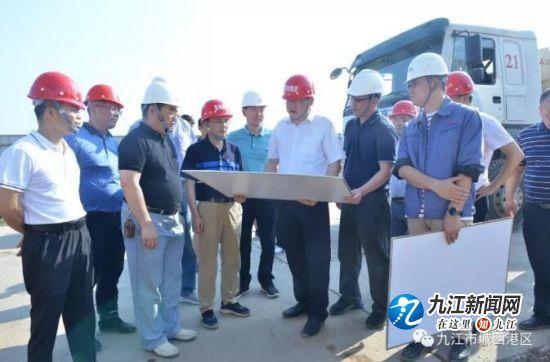 罗文江深入城西港区调度项目建设
