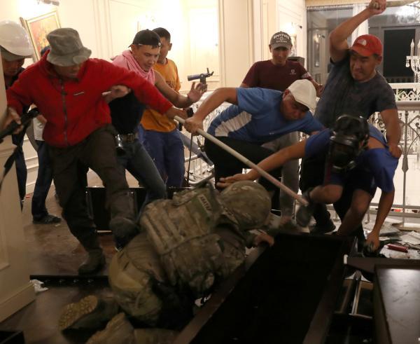 抓捕前总统的24小时:吉尔吉斯斯坦发生了什么?|比什凯克