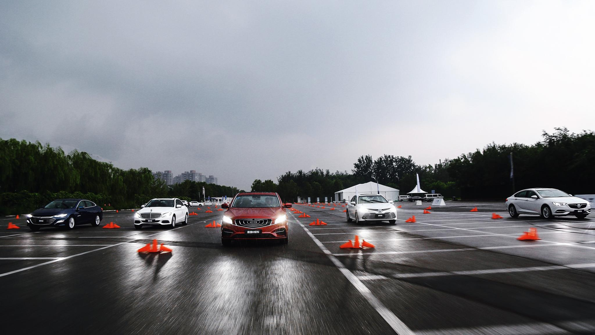 2020款博瑞GE与德美日合资车同台竞技 世界冠军孙杨成首任车主