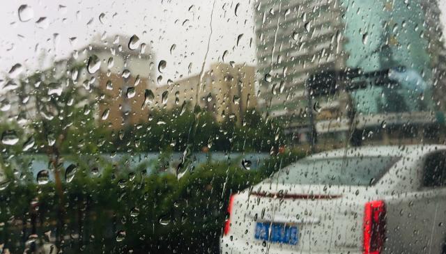 <b>台风来袭:旅企紧急调整路线 部分景点今起恢复开放</b>
