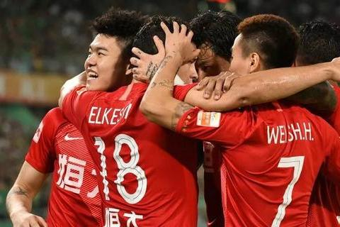 足球名记炮轰广州恒大官商勾结、投机成性,中超联赛完全变味