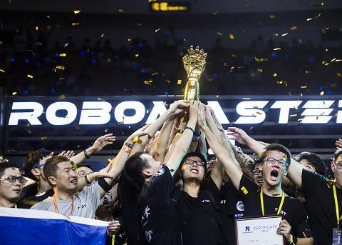 RoboMaster 2019机甲大师总决赛 空中机器人成亮点