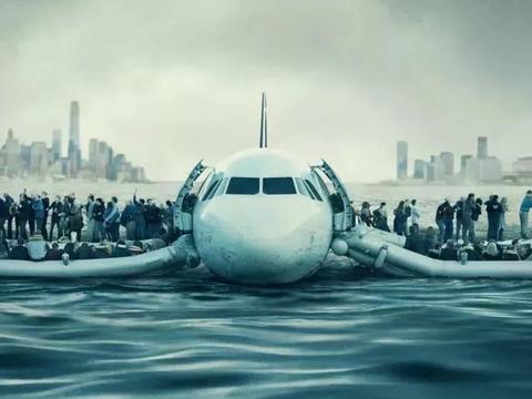 无巧不成书 两架飞机相撞卡在一块 背着肇事者迫降田地4人全幸存