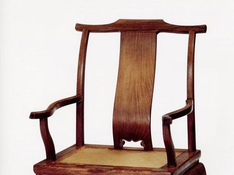 特立独行的外表 珍贵黄花梨制 说这件藏于大洋彼岸的四出头椅