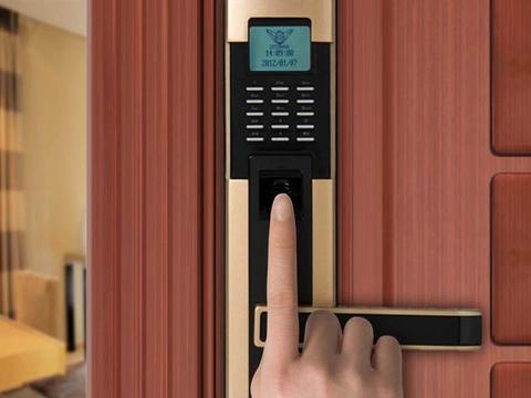 八成智能门锁可用假指纹解锁 海尔、TCL榜上有名