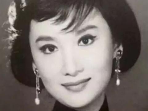 金庸的梦中情人,名导为她终身未娶,这位影坛女神捧红刘德华