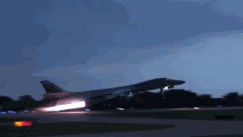 美军B1轰炸机,从宝贝到垃圾,变后掠翼为何遭受如此待遇?
