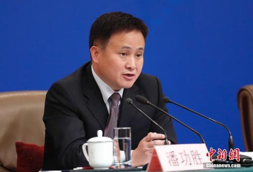 """潘功胜:美认定中国所谓""""汇率操纵""""将成为国际金融史上典型的荒唐案例"""