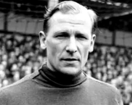 他原是纳粹战犯,却意外成为英国足球先生、足坛超级巨星