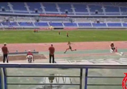 哈师大附中大长腿美少女夺得省田径锦标赛三级跳金牌