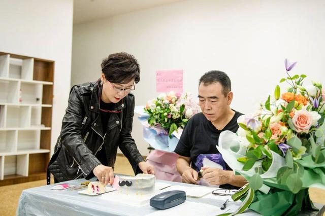 陈红为陈凯歌庆生,发型减龄颜值回到30岁,真实演绎换发型换张脸图片