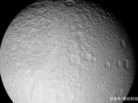 """月球背面被揭露,虽然形象不再美丽,却让人觉得看到了""""伟大"""""""