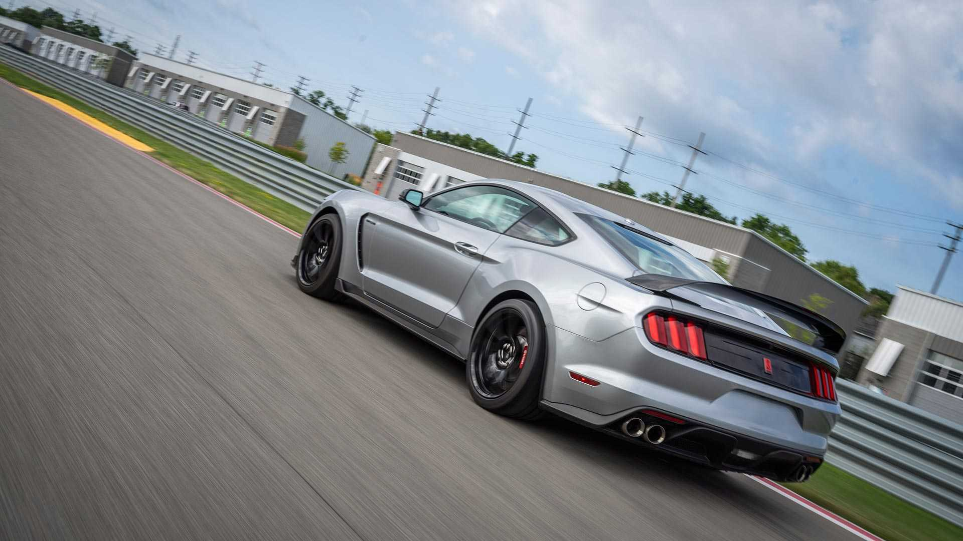 拥有526匹马力 6挡手动 新款福特野马Shelby GT350R亮相