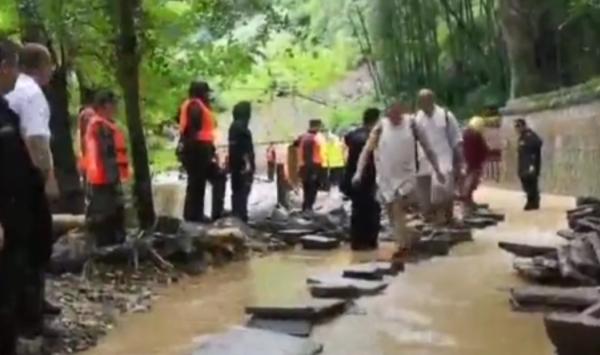 千年古刹天童寺受台风影响遇罕见山洪 暂停开放|山洪