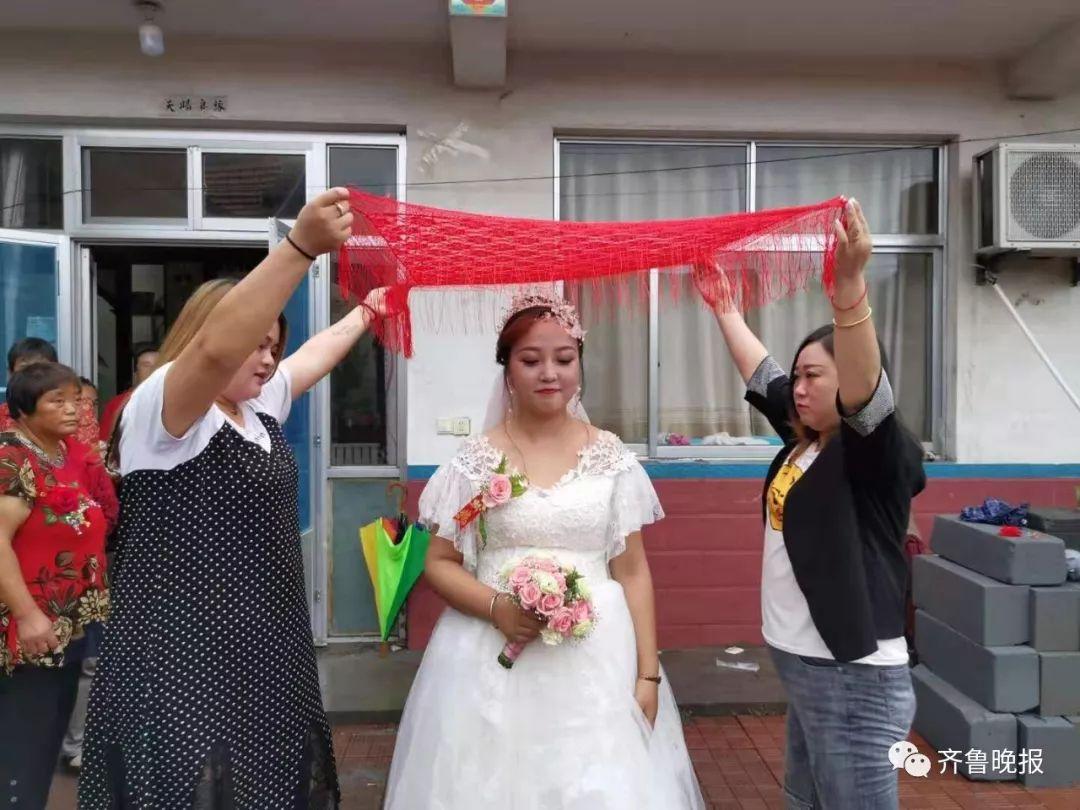 大水围困 山东新娘婚礼照办:在一起啥困难都不怕|利奇马