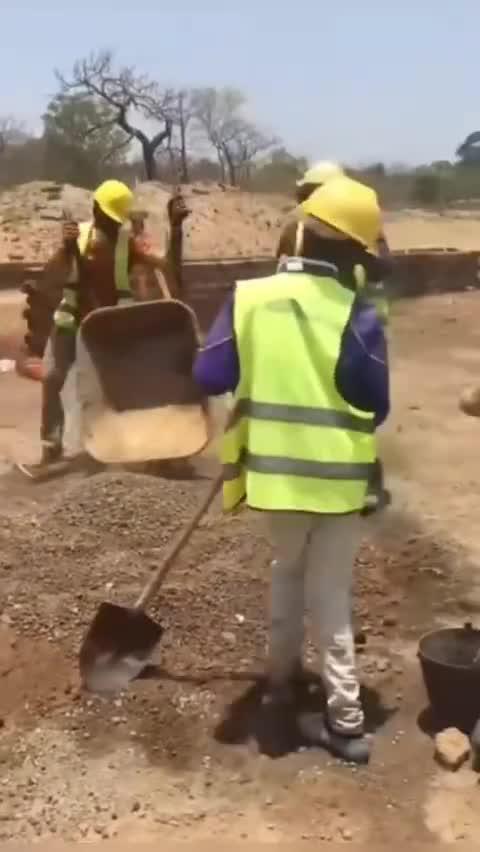 就喜欢看非洲人干活,是一种享受