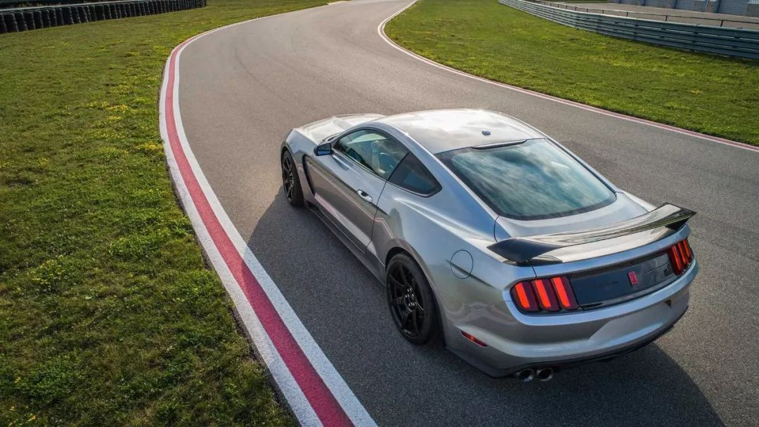 """怎一个帅字了得!5.2L+V8+533马力的""""肌肉车"""",可还行?"""