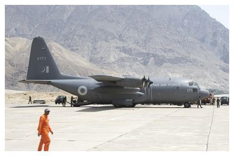 局势升级!巴向前线机场运武器枭龙将进驻 印苏30部署斯利那加