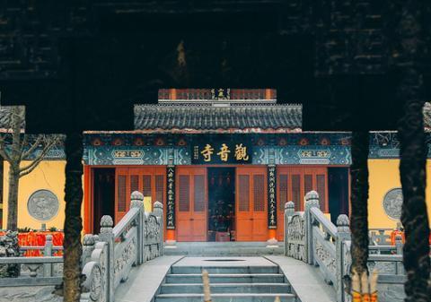 浙江除了普陀山,海宁大尖山观音庙香火也很旺,距今有几百年历史
