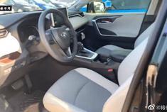 视频:丰田RAV4,打开车门看到车内空间,买不买自己决定