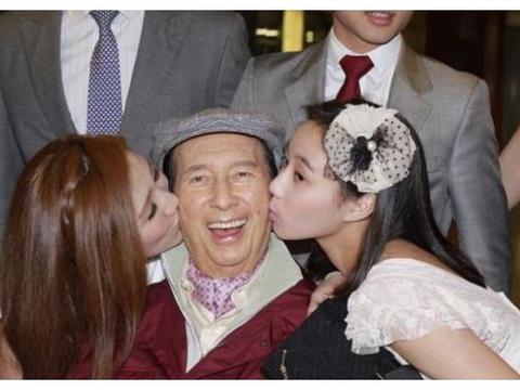 赌王女儿结婚照曝光,嫁给21岁东北小伙,何超盈身体直奔200斤